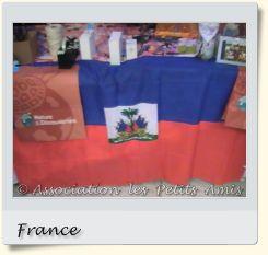 Le 20 décembre 2008 en après-midi, des emballages cadeaux pour « Nature et Découvertes » à Créteil (94), en France. [Photographie © Association les Petits Amis.]