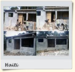 Le 13 octobre 2011, les maçons d'une entreprise locale engagée par l'APA, œuvrant à finir le bâti de la boulangerie-pâtisserie, sur le chantier du Plateau de Salagnac, en Haïti. [Photographies © Association les Petits Amis.]